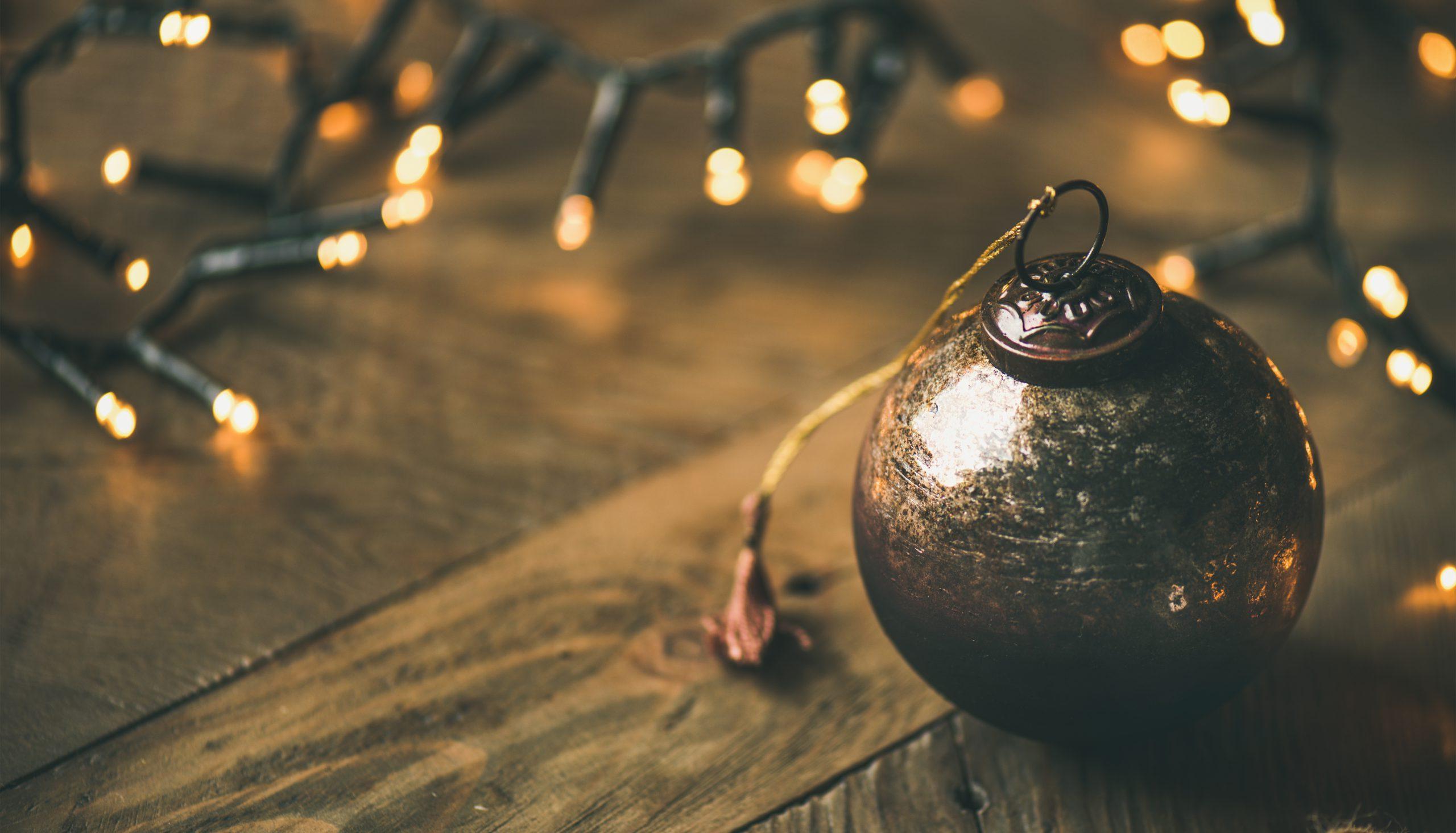 houten kerstboom bal
